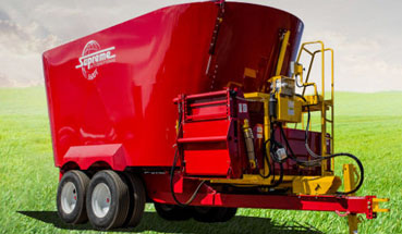 Supreme 1600T Pull Type Feed Wagon with twin augers